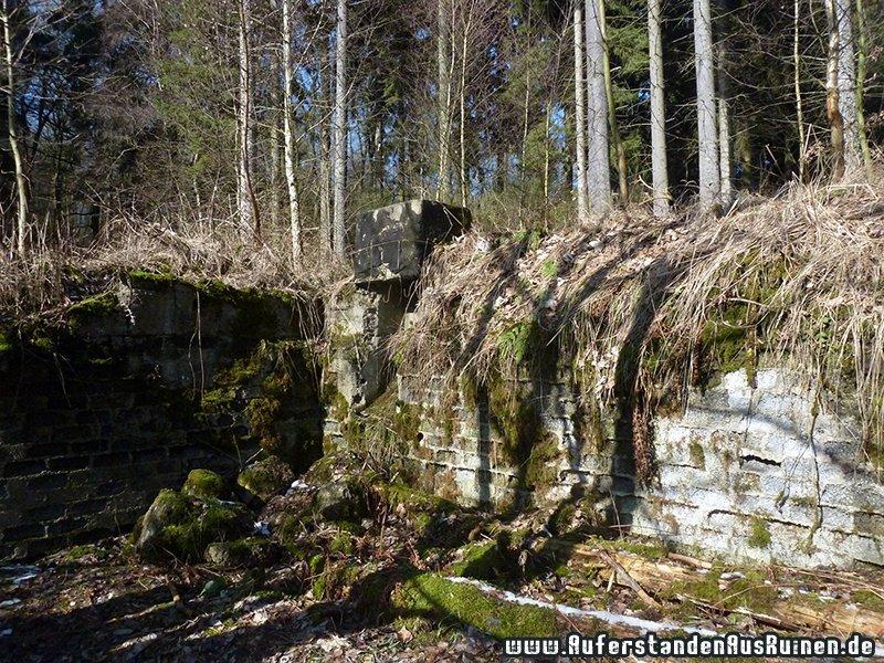 http://www.auferstandenausruinen.de/wp/wp-content/gallery/bunker-h_1/p1230303.jpg