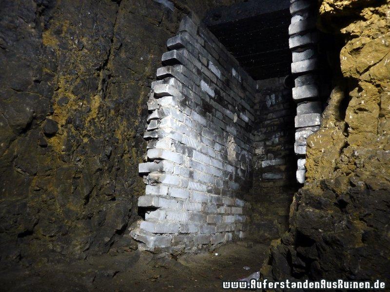http://www.auferstandenausruinen.de/wp/wp-content/gallery/bunker-s-innen/p1160732.jpg