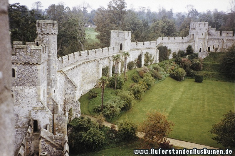 http://www.auferstandenausruinen.de/wp/wp-content/gallery/castle-arundel/bodiamcastle6.jpg