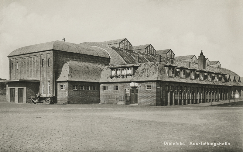 https://www.auferstandenausruinen.de/wp/wp-content/gallery/historischebilder-bielefeld/Ausstellungshalle001.jpg