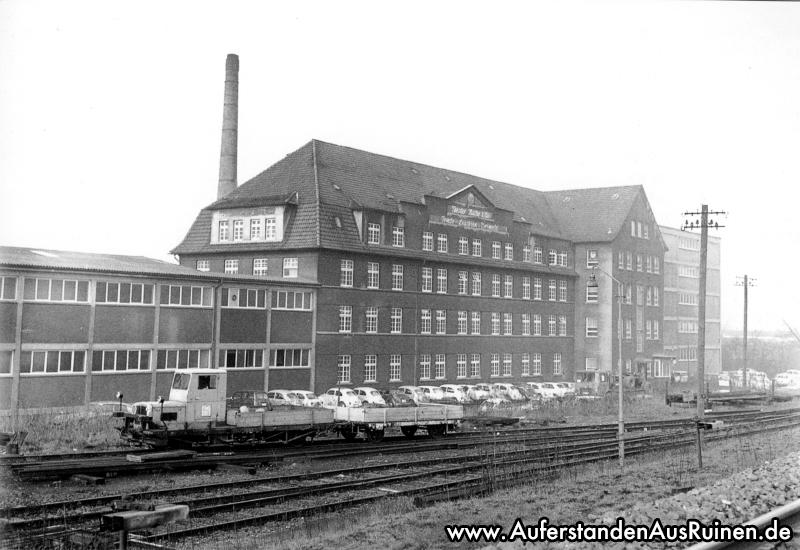 http://www.auferstandenausruinen.de/wp/wp-content/gallery/leuchtenfabrik-geschichte/leuchenfabrik_fertigungwerk50erjahre.jpg