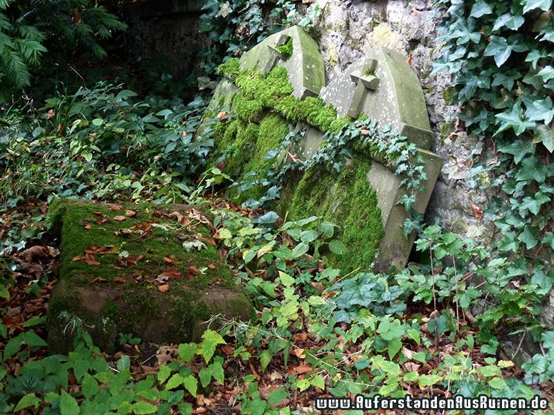http://www.auferstandenausruinen.de/wp/wp-content/gallery/mausoleum-tenge/P1060350.JPG