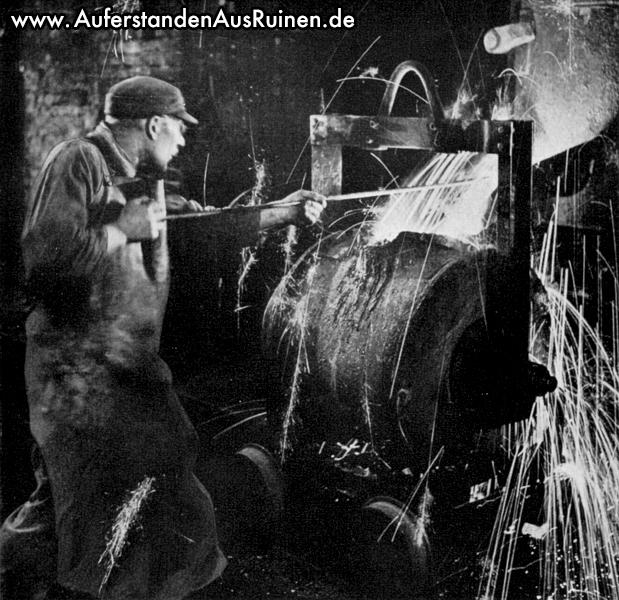 http://www.auferstandenausruinen.de/wp/wp-content/gallery/ravensberger-huette-geschichte/abstich-des-kupolofens-in-der-ravensberger-eisenhuette.jpg