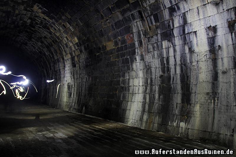 http://www.auferstandenausruinen.de/wp/wp-content/gallery/reichsbahntunnel/IMG_7929.JPG