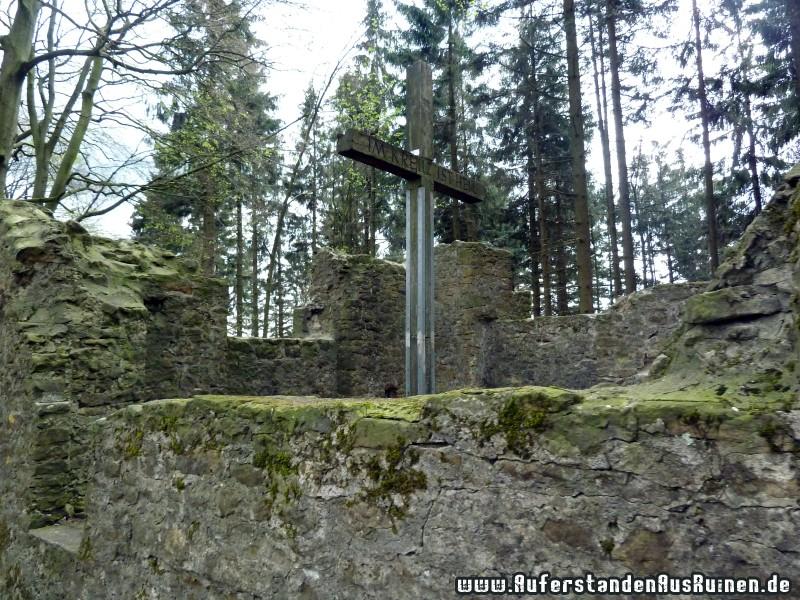 http://www.auferstandenausruinen.de/wp/wp-content/gallery/ringwall-huehnenkapelle/p1120729.jpg